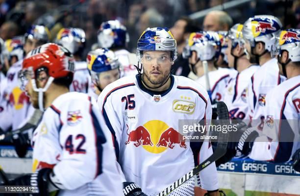 Ice hockey DEL Eisbären Berlin EHC Red Bull Munich championship round quarter finals 4th matchday Munich's Derek Joslin after his hit Photo Britta...