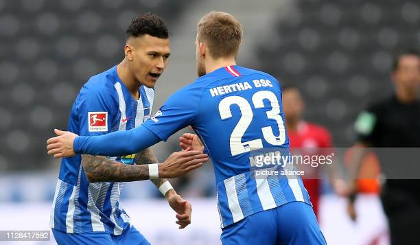 Soccer Bundesliga Hertha BSC FSV Mainz 05 24th matchday Davie Selke from Hertha BSC and team mate Arne Maier shake hands on the field Photo Andreas...