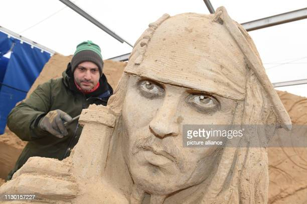 12 March 2019 MecklenburgWestern Pomerania Binz The sculptor Bagrat Stepanayan from Russia is working on the sand sculpture Johnny Depp as Captain...