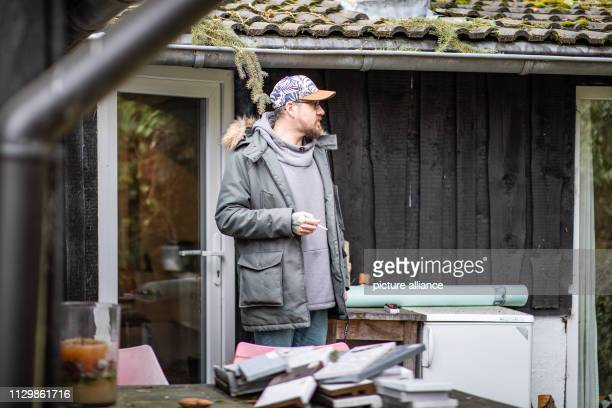 11 March 2019 North RhineWestphalia Mülheim an der Ruhr Andreas Kallweit smokes a cigarette in front of his house Andreas Kallweit is still alive...