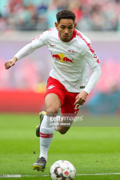 Soccer Bundesliga 25th matchday RB Leipzig FC Augsburg in the Red Bull Arena Leipzig Leipzig's player Matheus Cunha on the ball Photo Jan...