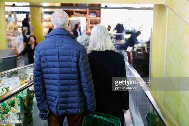 Many people crowd at the checkouts in a food market Photo Annette Riedl/dpaZentralbild/ZB