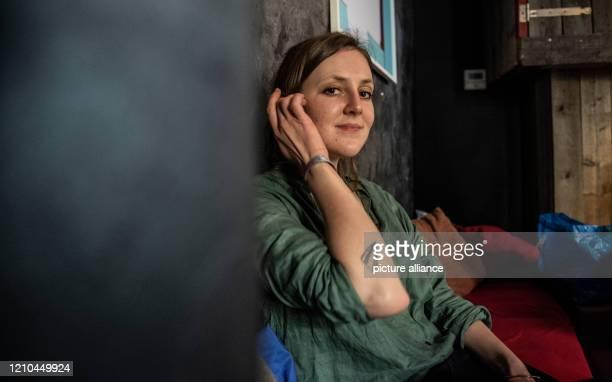 The author and freelance journalist Valerie Schönian sits in a cafe in Berlin Photo Paul Zinken/dpaZentralbild/dpa