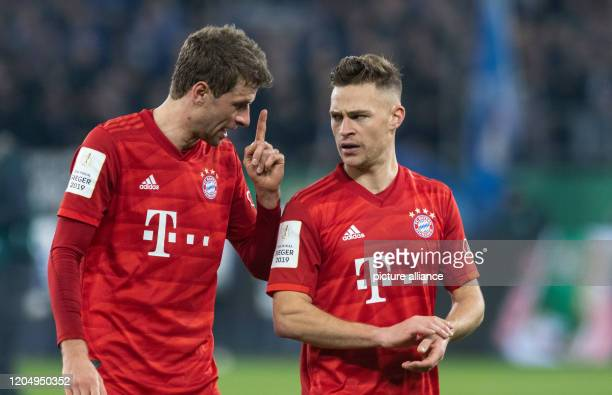 March 2020, North Rhine-Westphalia, Gelsenkirchen: Football: DFB-Pokal, FC Schalke 04 - Bayern Munich, quarter finals: Bavaria's Thomas Müller and...