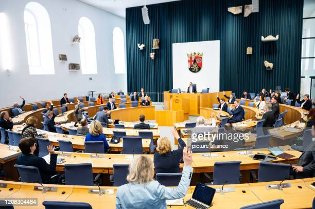 27 March 2020 RhinelandPalatinate Mainz The delegates vote in the Landtag Despite the corona crisis a special session will be held in the...