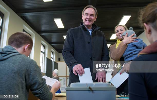 Burkhard Jung Lord Mayor of Leipzig votes together with his wife Ayleena and their child The citizens of Saxony's largest city will decide on their...