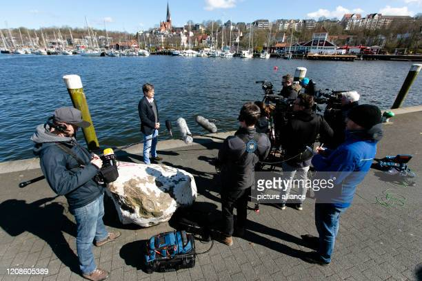 March 2020, Schleswig-Holstein, Flensburg: The party chairman Robert Habeck during a press conference in front of journalists at the Flensburg...