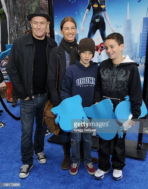 March 22 2009 Universal City Ca Corbin Bernsen wife Amanda Pays and children Monsters vs Aliens Los Angeles Premiere Held at the Gibson Amphitheatre