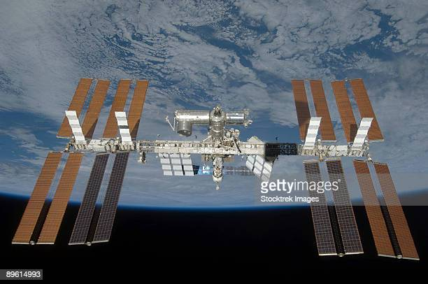 march 25, 2009 - the international space station, backdropped by the blackness of space and earth's horizon. - international space station fotografías e imágenes de stock
