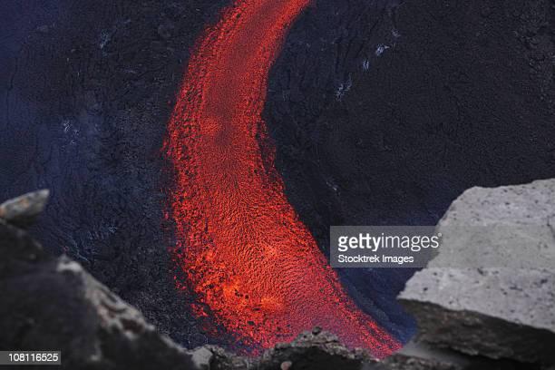 march 25, 2010 - fimmvrduhals lava flow, eyjafjallajkull, iceland. - fimmvorduhals volcano stockfoto's en -beelden