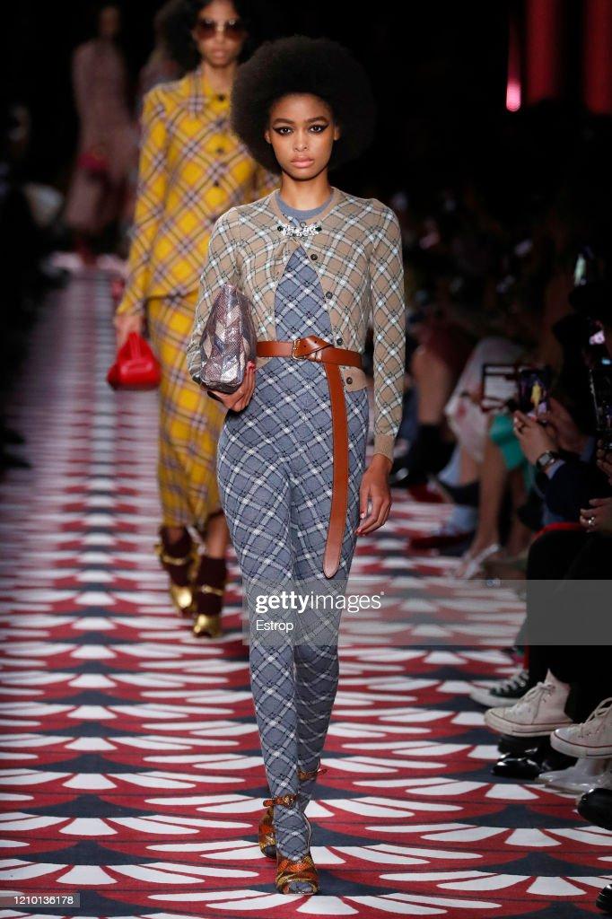 Miu Miu : Runway - Paris Fashion Week Womenswear Fall/Winter 2020/2021 : ニュース写真