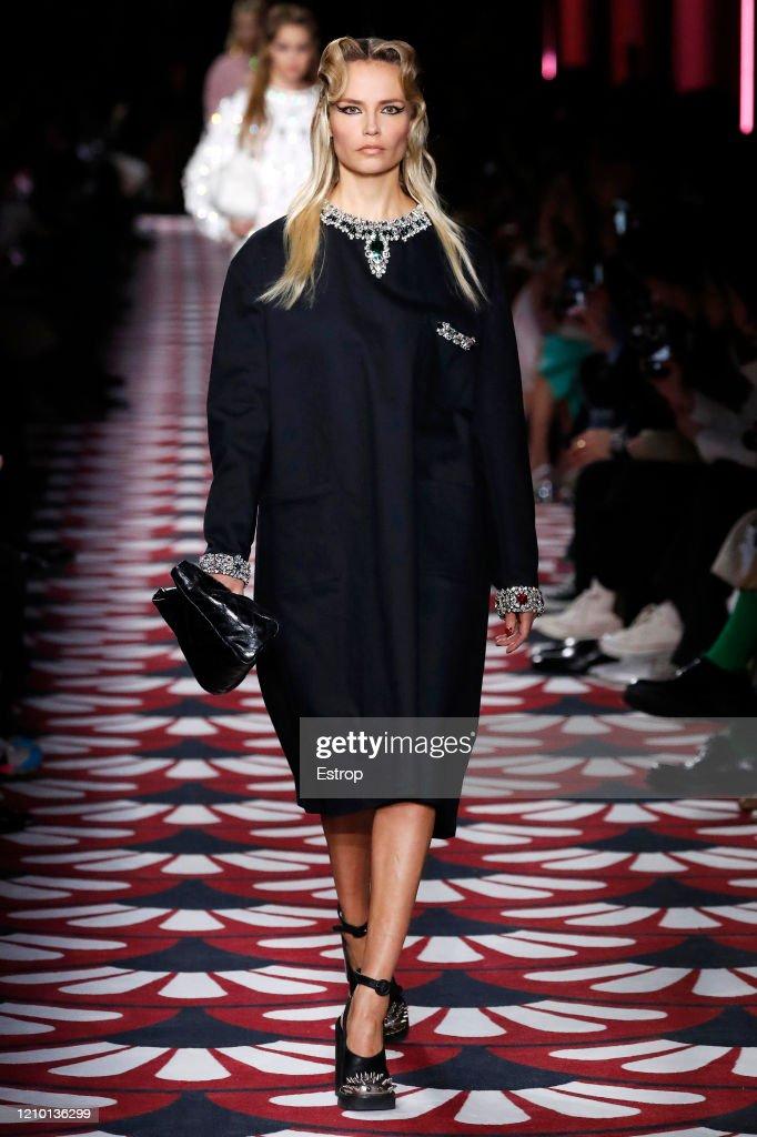 Miu Miu : Runway - Paris Fashion Week Womenswear Fall/Winter 2020/2021 : Nieuwsfoto's