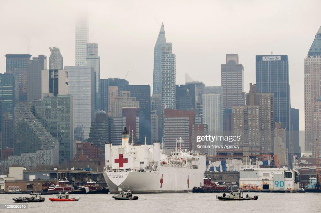 U.S.-NEW YORK-COVID-19-USNS COMFORT-ARRIVAL : News Photo
