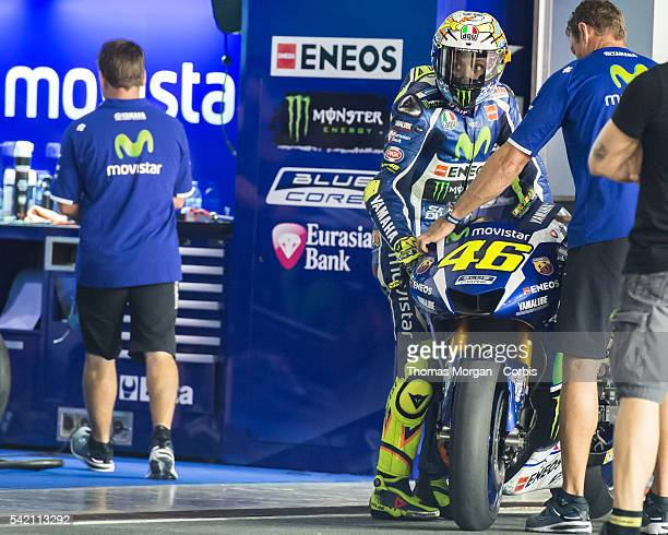 DOHA QATAR March 3rd 2016 Losail Circuit Qatar Valentino Rossi who rides Yamaha for Movistar Yamaha MotoGP looks up at the pit board during the final...