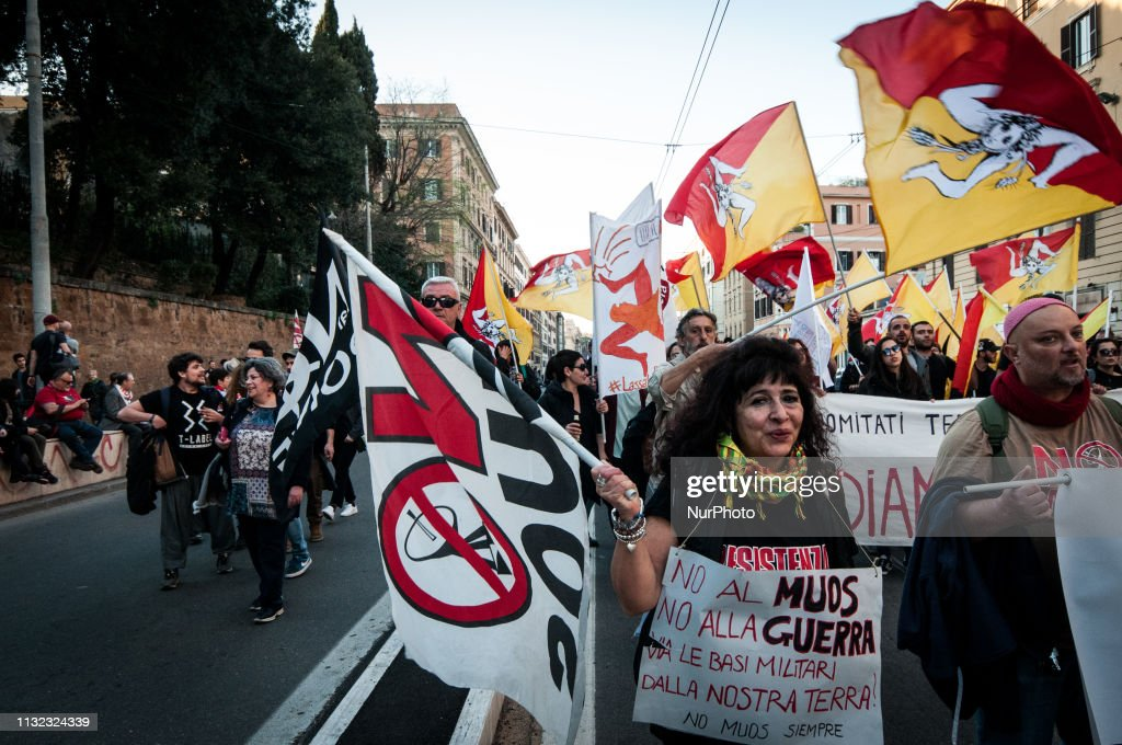 """ITA: Demonstration For Climate Change And Against The """"Great Works"""" In Rome"""