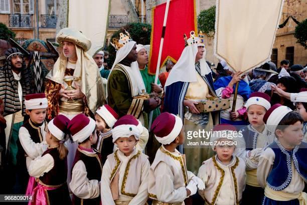 Marche des rois le 14 janvier 2007 à AixenProvence France Chaque année la fête de lÉpiphanie donne lieu en Provence à des parades populaires des...