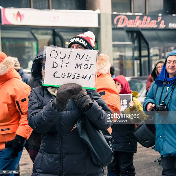 """marche republicaine silencieuse """"je suis charlie"""" a montreal. - """"martine doucet"""" or martinedoucet stock pictures, royalty-free photos & images"""