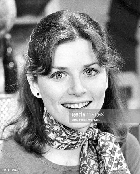 BACK KOTTER Marcia Strassman Pilot 9/9/75 Marcia Strassman played Julie Kotter the wife of a Brooklynborn teacher who returned to his innercity high...