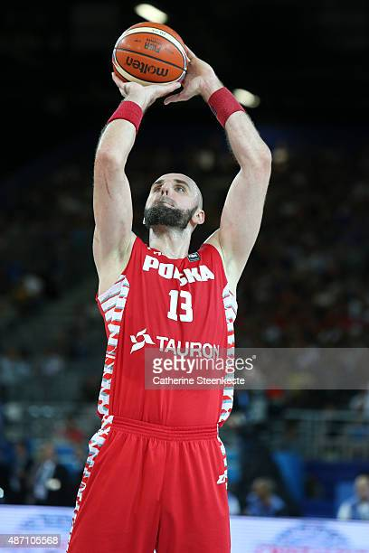 Marcin Gortat of Poland shoots a free throw during the EuroBasket Group Phase game between Russia v Poland at Park and Suites Arena on September 6...