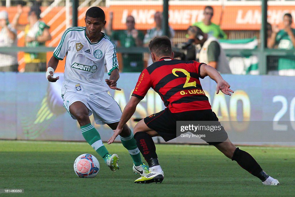 Marcio Araujo, from Palmeiras, and George Lucas, from Sport, fight for the ball during the match between Palmeiras and Sport for the Brazilian Series B 2013 at Pacaembu stadium on September 21, 2013 in Sao Paulo, Brazil.