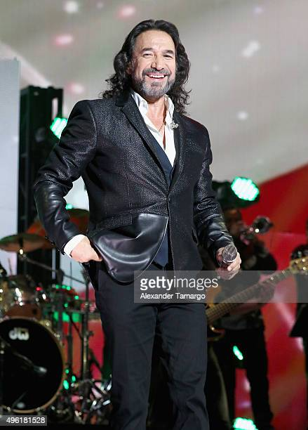 Marco Antonio Solis performs onstage at iHeartRadio Fiesta Latina presented by Sprint at American Airlines Arena on November 7, 2015 in Miami,...