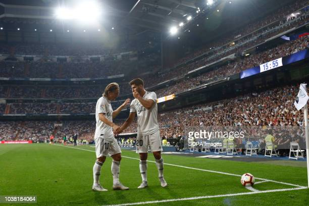 Marco Asensio and Modric during the La Liga match between Real Madrid and RCD Espanyol at Estadio Santiago Bernabéu in Madrid Final score