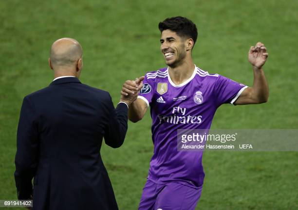 Marco Asensio of Real Madrid celebrates scoring his sides fourth goal with Zinedine Zidane Manager of Real Madrid during the UEFA Champions League...