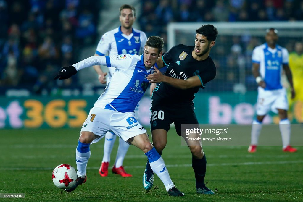 Marco Asensio (R) of Real Madrid CF competes for the ball with Ruben Perez (L) of Deportivo Leganes during the Copa del Rey quarter final first leg match between Real Madrid CF and Club Deportivo Leganes at Estadio Municipal de Butarque on January 18, 2018 in Leganes, Spain.