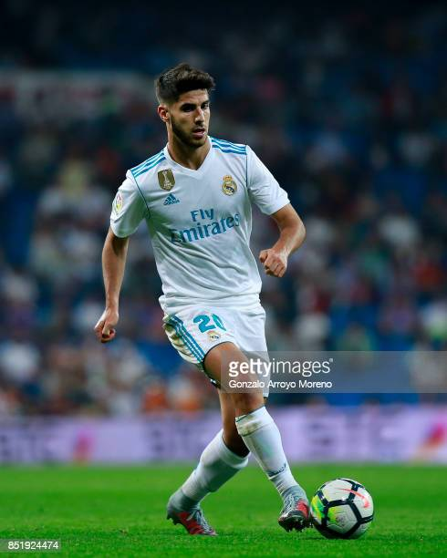 Marco Asensio of Real Madrid CF controls the ball during the La Liga match between Real Madrid CF and Real Betis Balompie at Estadio Santiago...