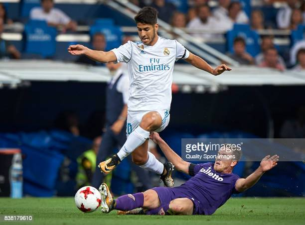 Marco Asensio of Real Madrid competes for the ball with Jordan Veretout of Fiorentina during the Trofeo Santiago Bernabeu match between Real Madrid...