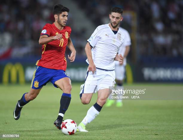 Marco Asensio of Spain and Roberto Gagliardini of Italy during their UEFA European Under21 Championship 2017 semifinal match on June 27 2017 in...