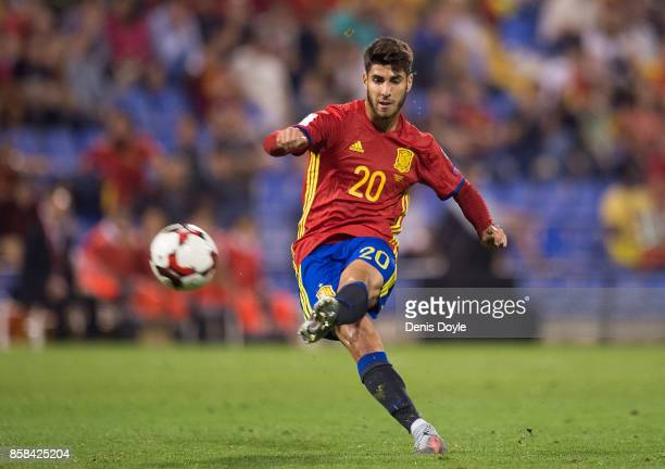 Marco Asensio of Spain takes a free kick during the FIFA 2018 World Cup Qualifier between Spain and Albania at Estadio Jose Rico Perez on October 6...