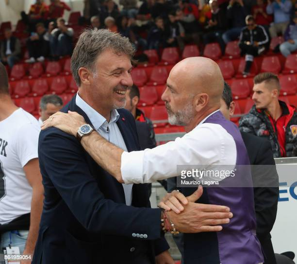 Marco Baroni and Stefano Pioli prior the Serie A match between Benevento Calcio and ACF Fiorentina at Stadio Ciro Vigorito on October 22 2017 in...