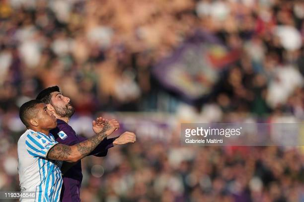 Marco Benassi of ACF Fiorentina and Igor of Spal in action during the Serie A match between ACF Fiorentina and SPAL at Stadio Artemio Franchi on...