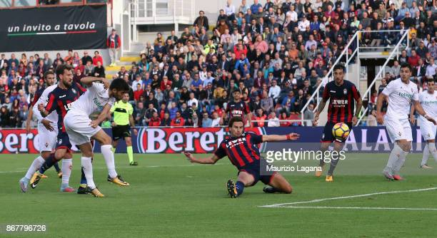 Marco Benassi of Fiorentina scores his team's first goal during the Serie A match between FC Crotone and ACF Fiorentina at Stadio Comunale Ezio Scida...