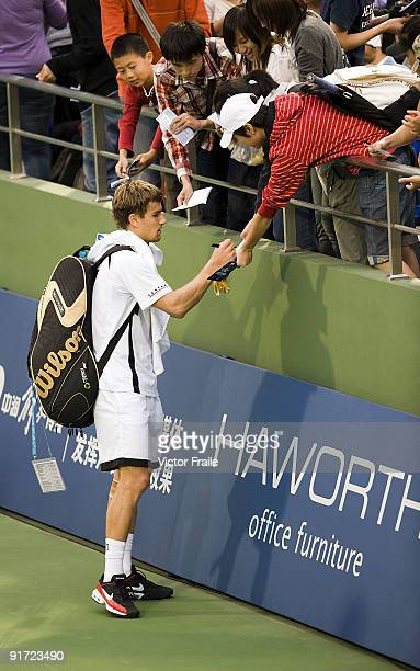 Marco Chiudinelli of Switzerland signs autographs after winning his match against TsungHua Yang of Taiwan during the Day 1 of the 2009 Shanghai ATP...