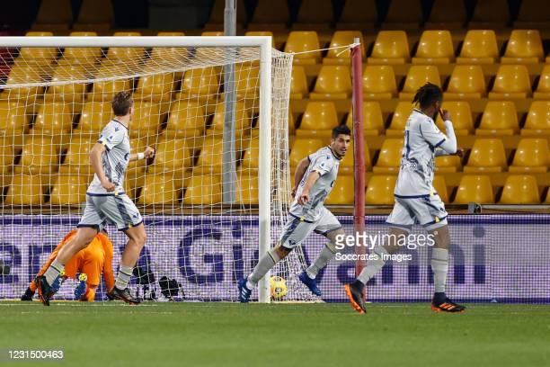 Marco Davide Faraoni of Hellas Verona celebrates 0-1 during the Italian Serie A match between Benevento Calcio v Hellas Verona at the Stadio Ciro...