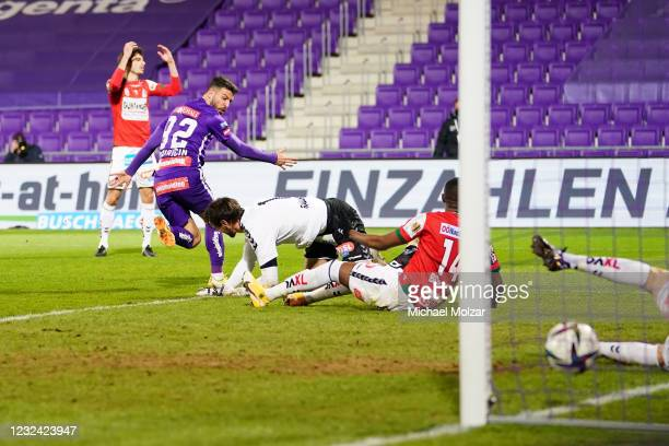 Marco Djuricin of Austria Wien scores the equalizer goal during the tipico Bundesliga match between FK Austria Wien and SV Ried at Generali Arena on...