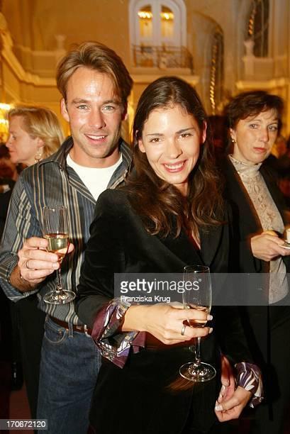 Marco Girnth Und Seine Freundin Schauspielerin Katja Woywood Bei Geist Der Weihnacht Premiere