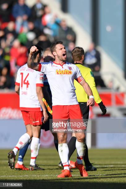 Marco Gruettner of Regensburg celebrates at the final whistle during the Second Bundesliga match between SSV Jahn Regensburg and Hamburger SV at...