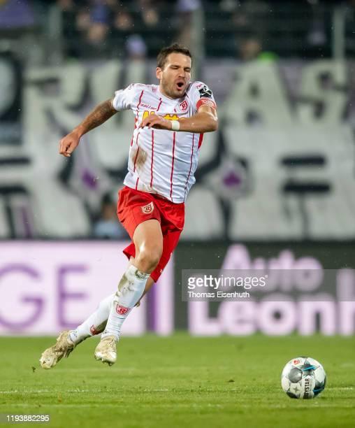 Marco Gruettner of Regensburg in action during the Second Bundesliga match between FC Erzgebirge Aue and SSV Jahn Regensburg at Erzgebirgsstadion on...