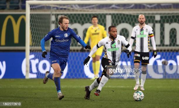 Marco Ilaimaharitra of Charleroi battles for the ball with Roman Bezus of KAA Gent during the Croky Cup 1/8 Final match between KAA Gent and Sporting...