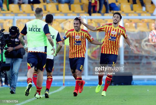 Marco Mancosu of Lecce celebrates after scoring the equalizing goal during the Serie A match between US Lecce and Juventus at Stadio Via del Mare on...