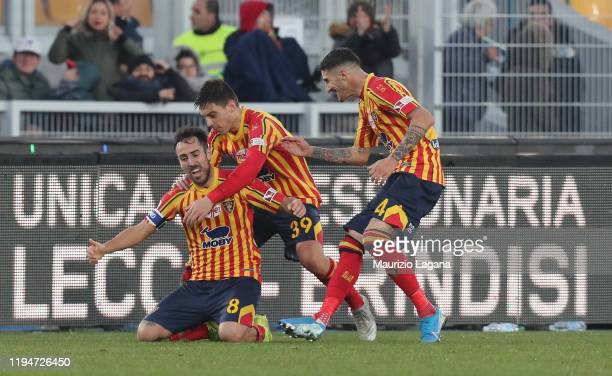 Marco Mancosu of Lecce celebrtaes the equalizing goal during the Serie A match between US Lecce and FC Internazionale at Stadio Via del Mare on...
