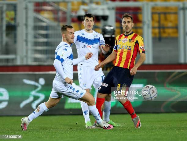 Marco Mancosu of Lecce competes for the ball with Alfredo Donnarumma of Brescia during the Serie B match between US Lecce and Brescia Calcio at...