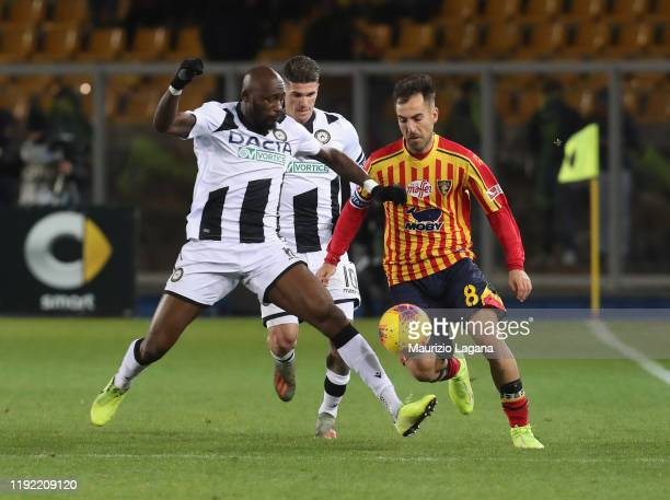 Marco Mancosu of Lecce competes for the ball with Seko Fofana of Udinese during the Serie A match between US Lecce and Udinese Calcio at Stadio Via...
