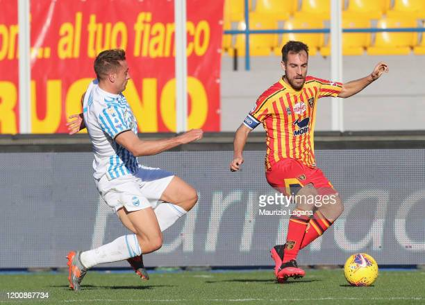 Marco Mancosu of Lecce competes for the ball with Thiago Cionek of Spal during the Serie A match between US Lecce and SPAL at Stadio Via del Mare on...
