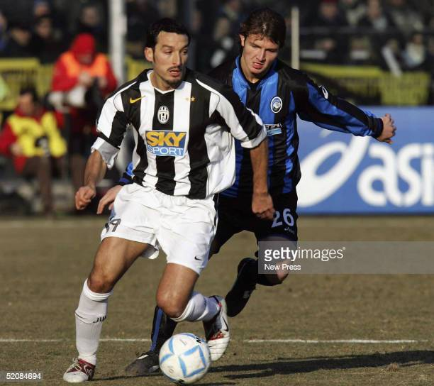 Marco Motta of Atalanta and Gianluca Zambrotta of Juventus in action during the Serie A match between Atalanta and Juventus at the Stadio Atleti...