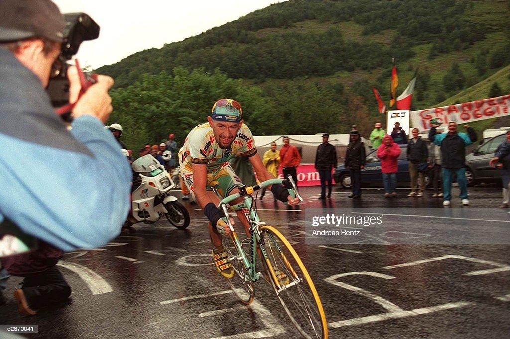RADSPORT: TOUR DE FRANCE 1998, 24.07.98 : News Photo