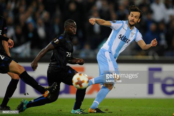Marco Parolo Murgia of SS Lazio compete for the ball with Alassane Plea of OGC Nice during the UEFA Europa League group K match between Lazio Roma...